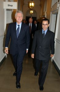 Sir David with President Bill Clinton during a private tour of the exhibition Heaven on Earth: Art from Islamic Lands, Somerset House, London 2004.